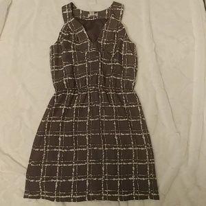 Loft gray white pattern sleeveless dress Size 4